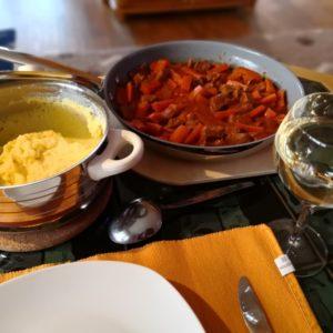 Polenta und Voressen in Pfanne