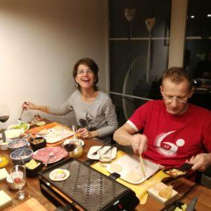 Denise und Dani beim Pizza-Raclette
