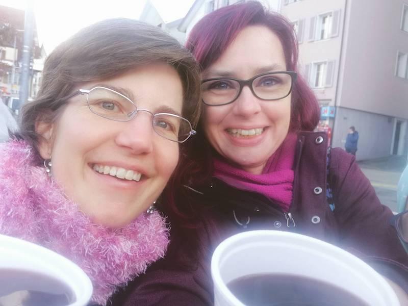Selfie Alexandra und Denise mit Glühwein
