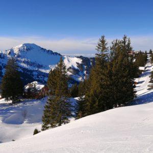 Aussicht Klewenalp in verschneite Berge