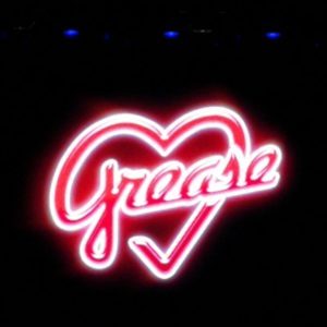 Schriftzug Grease im Theater 11