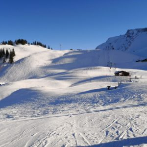 Blick auf Juniorlift im Schnee