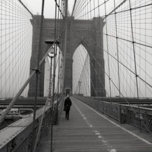 Brooklyn Bridge in schwarzweiss, ohne Menschenmenge