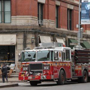 Feuerwehrauto von vorne in TribeCa