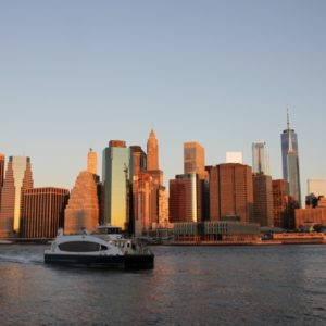 Sonnenaufgang Skyline Manhattan von Sonne beleuchtet