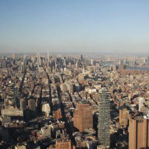 Blick über New York bei Tag im One World Observatory