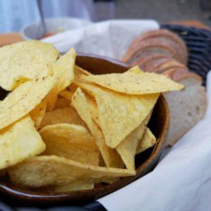 Tortllachips, Brot serviert im Körbchen