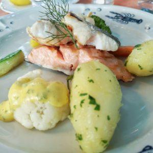 Dreierlei Fisch mit Petersilienkartoffeln und gratiniertem Blumenkohl