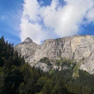 Blick auf Bergkette aus Gondel