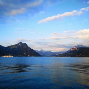 Blick auf Vierwaldstaettersee Richtung Luzern bei blauem Himme