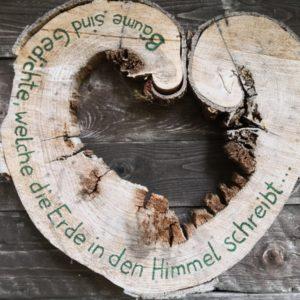 Gedicht in Herzform aus Holz