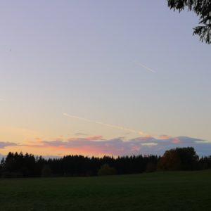 Von der Sonne angestrahlte Woken in rosa